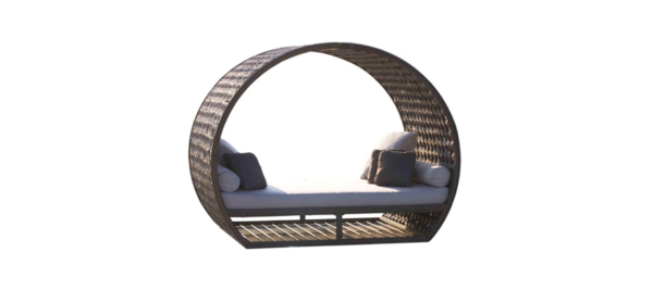 Skyline moonlight daybed in rattan and round shape.